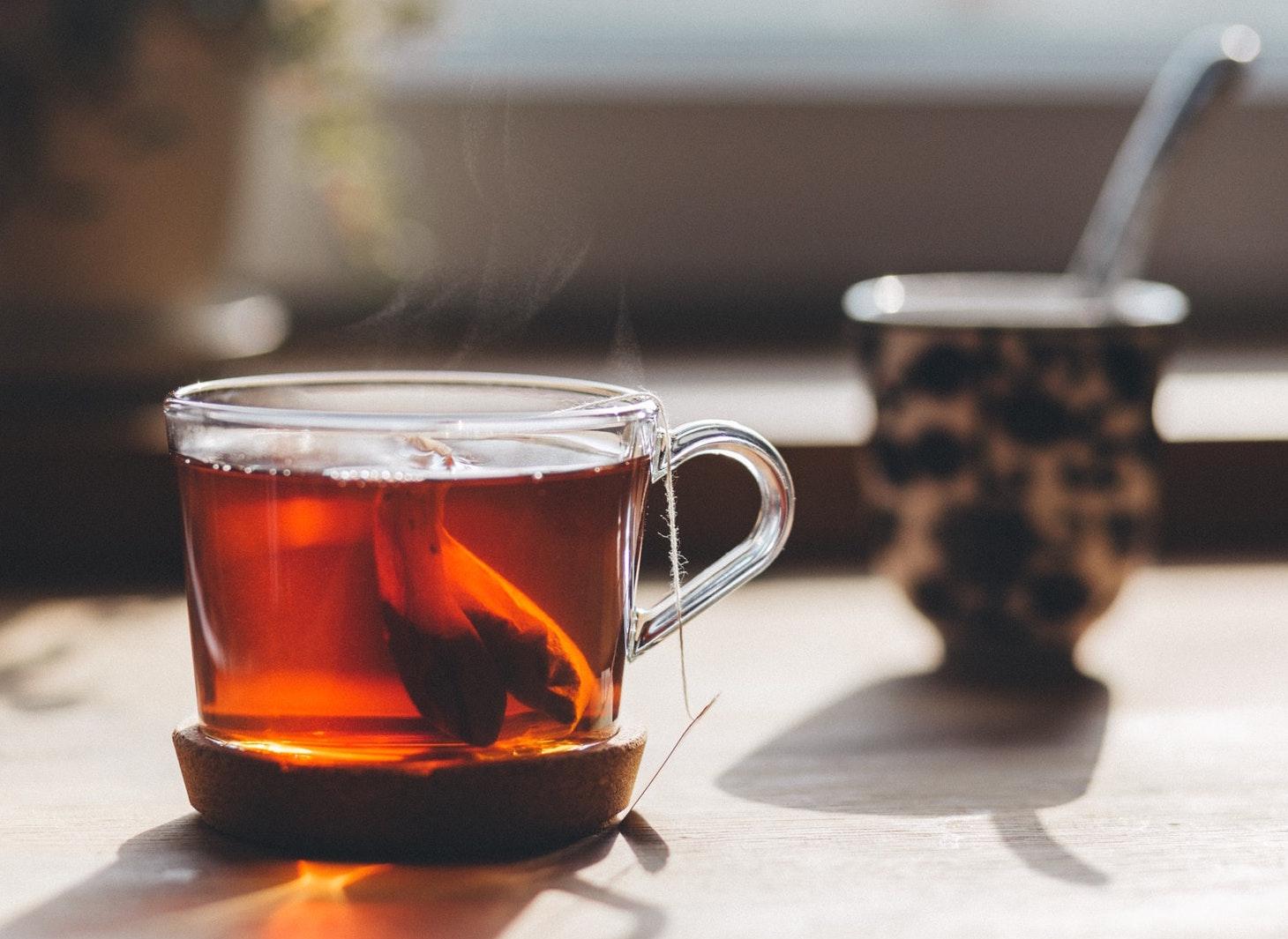 Te og hostorien bak